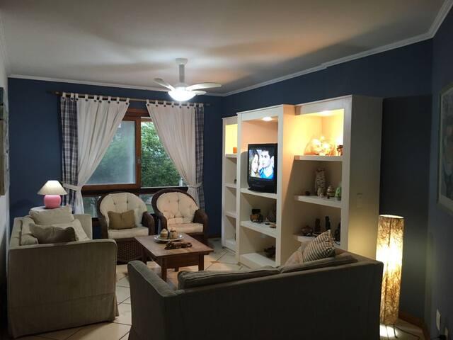Belo e confortável apartamento na Praia Grande - Torres - Apartemen