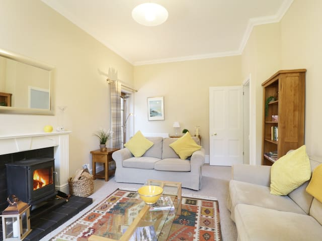 THE RETREAT, with open fire in Wetheral, Ref 982179