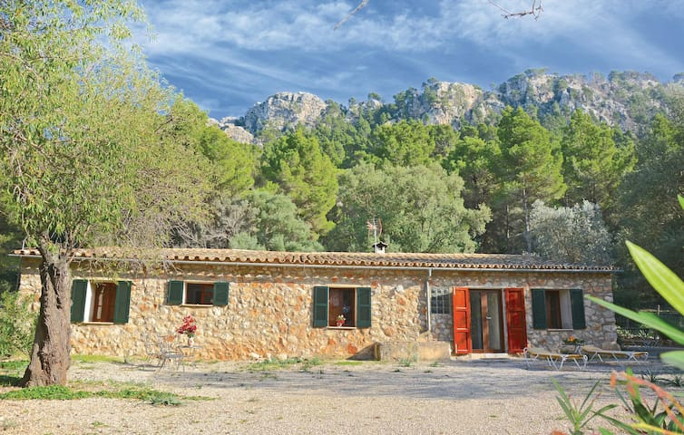 Holiday cottage with 3 bedrooms on 86 m² in Estellencs