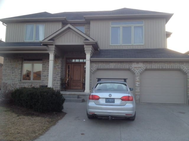 Lovely spacious 3 bedroom home - Elmira - Hus
