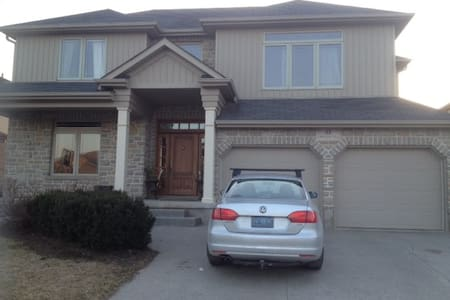 Lovely spacious 3 bedroom home - Elmira