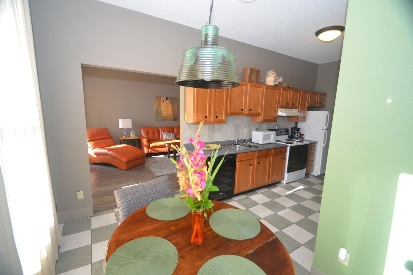 Bright cheery spacious loft with full kitchen & more