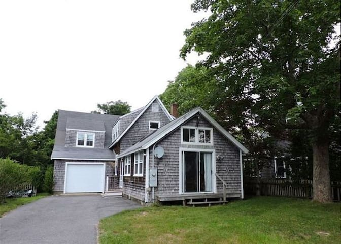 House in the heart of Woods Hole