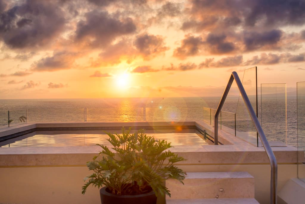 Mesmerizing views to the bay from terrace