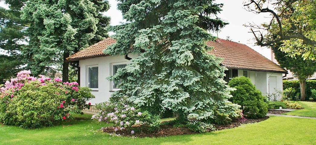 House & garden in stylish location - Praha 9 - Klánovice - Casa