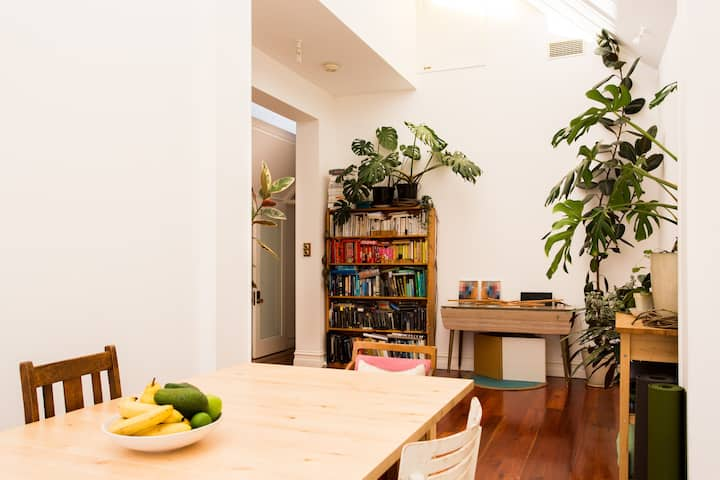 2 Bed Sunlit House in Brunswick