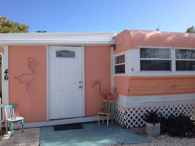 The Pink Flamingo - Marathon  - Casa