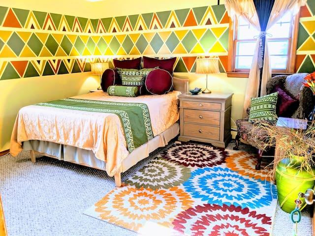 Luxury Musasa Queen Suite @ MushaindoroHS