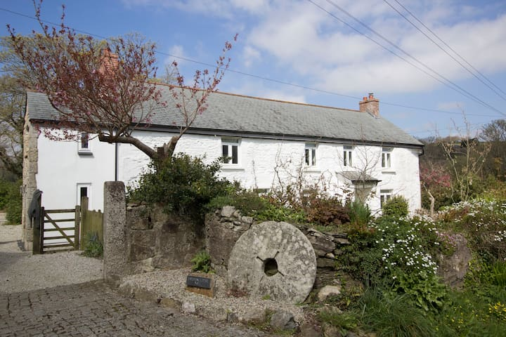 Mellangoose Mill farmhouse, Sithney, nr Porthleven - Helston - House