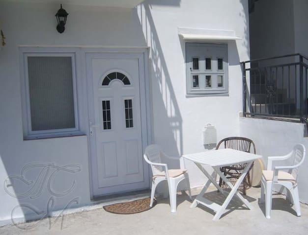 Уютная квартира для летнего отпуска - Sutomore - Apartment