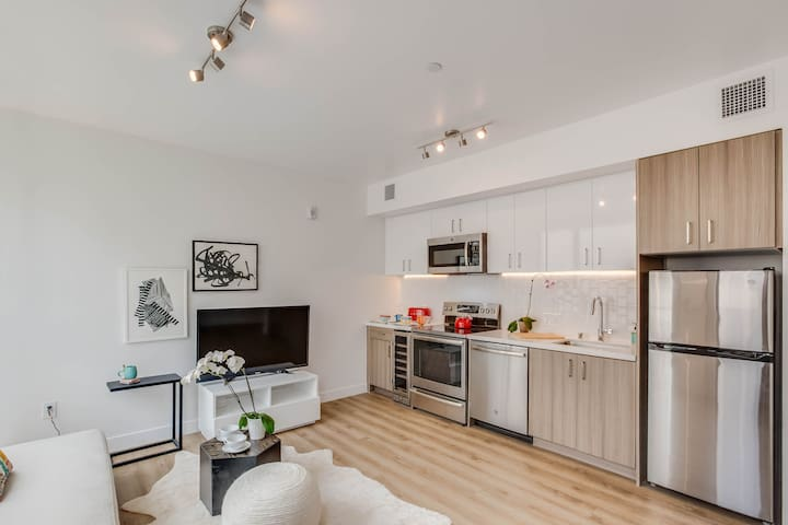 Spacious Studio with Views of SF Waterfront