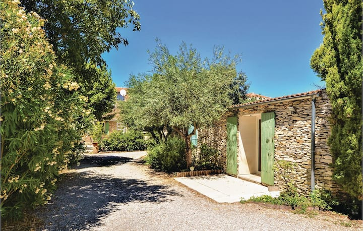 Amazing home in Tavel with WiFi, Outdoor swimming pool and 2 Bedrooms