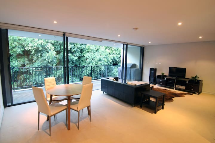 Light filled 1.5 bed apt next to Centennial Park - Randwick - Apartment