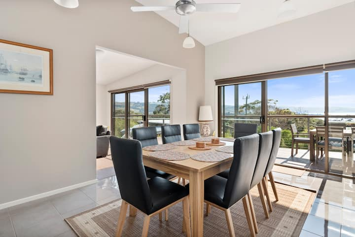 Amaroo - ocean views & close beach access