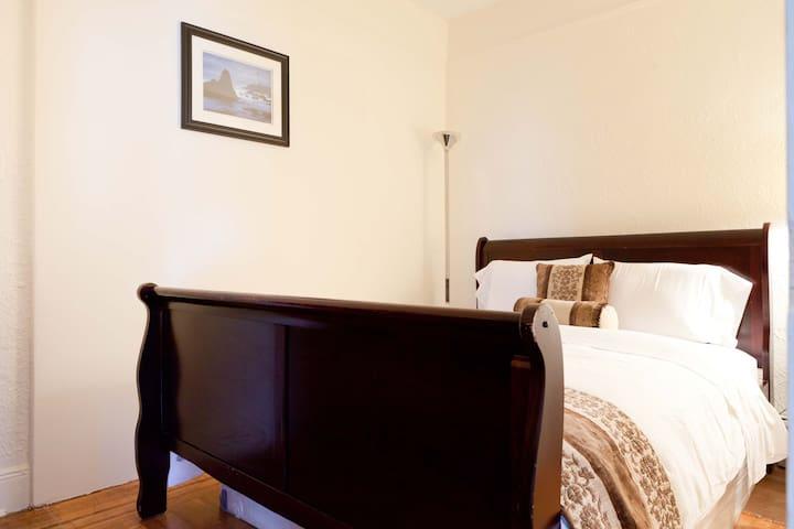 Private Room - Queens - Bed & Breakfast