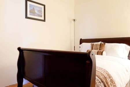 Private Room - Queens - Bed & Breakfast