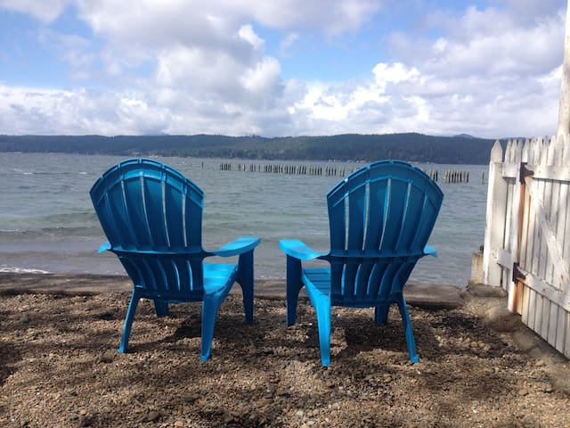 Romantic, Waterfront Hood Canal Get-a-Way