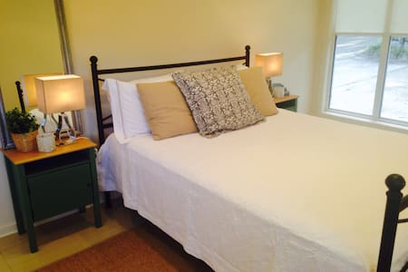 DISCOUNTED LONG TERM BOOKINGS. - Brookfield - Huis