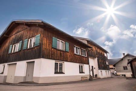 Ferienhaus mit traumhafter Aussicht - Egg - Dom
