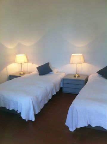 chambre 3 deux lits en 90.