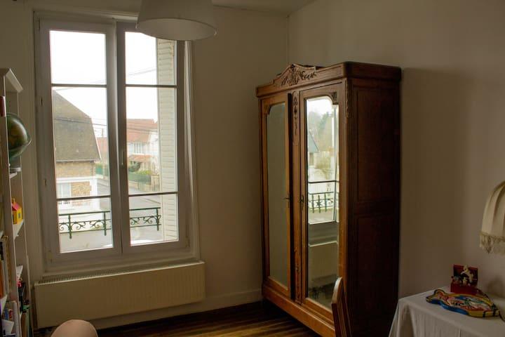 Une  chambre proche du centre ville. - Soissons - Rumah