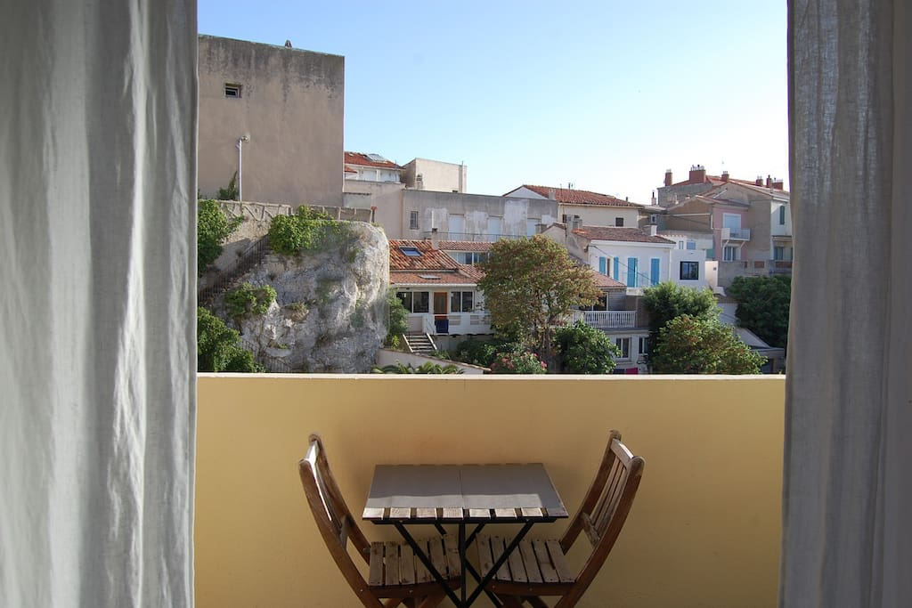 Balcon avec petite vue mer