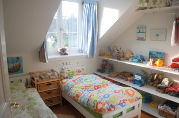 Kids bedroom 1 - this room has now ONE single bed, 90x200cm