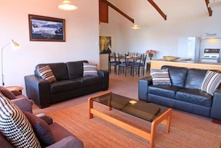 3 Bedroom Apt with Spectacular View - Jindabyne - Daire