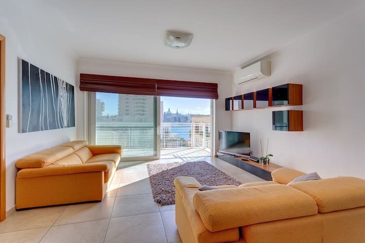 Fabulous Lux Apartment with Pool & Valletta Views