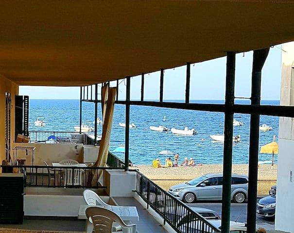 Lipari Blu: vue sur mer, devant la plage