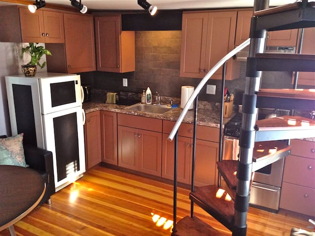 Port City Studio Loft (No Cleaning Fee)