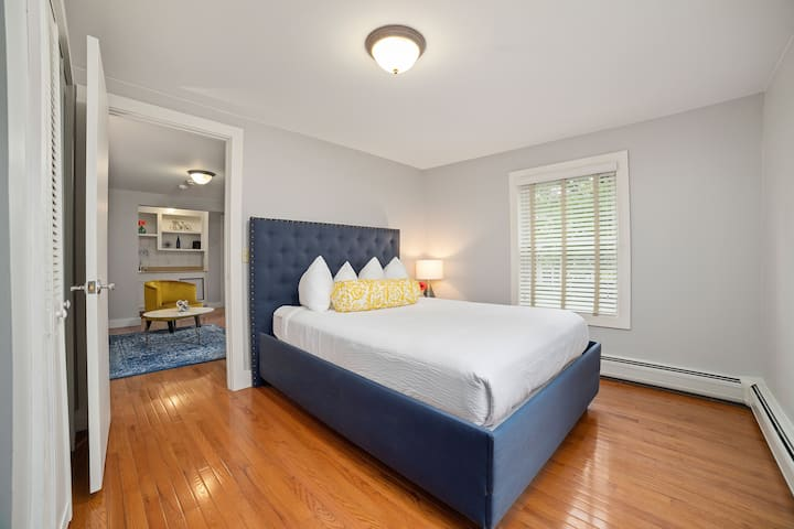 Carriage House Suite- Recently Renovated!