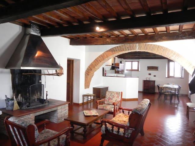 Grande appartamento in campagna - Bibbiena - Apartemen