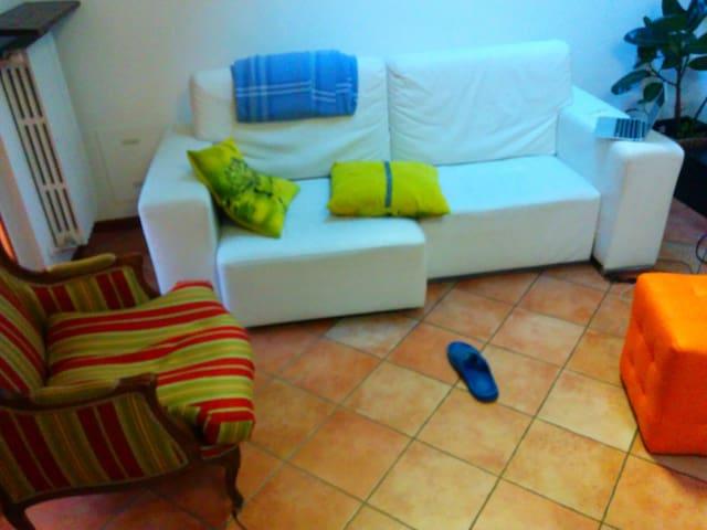 Cornaredo stanza privata - Bareggio bareggio - Apartamento