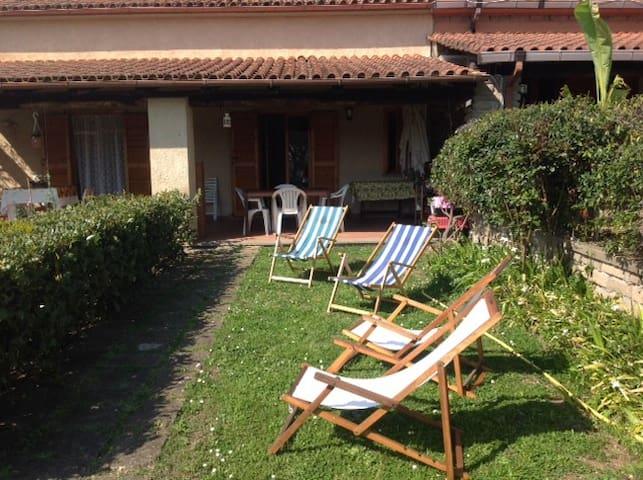 Quiet room near the lake shore  - Trevignano Romano - Willa