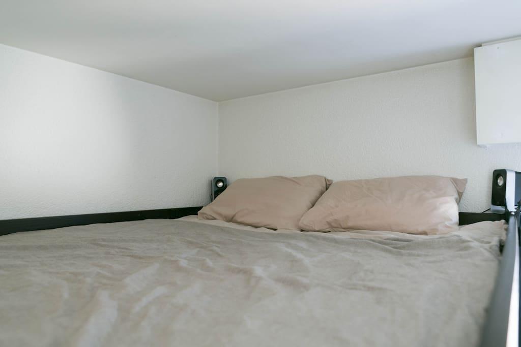 Comfortable 140x190 mezzanine bed