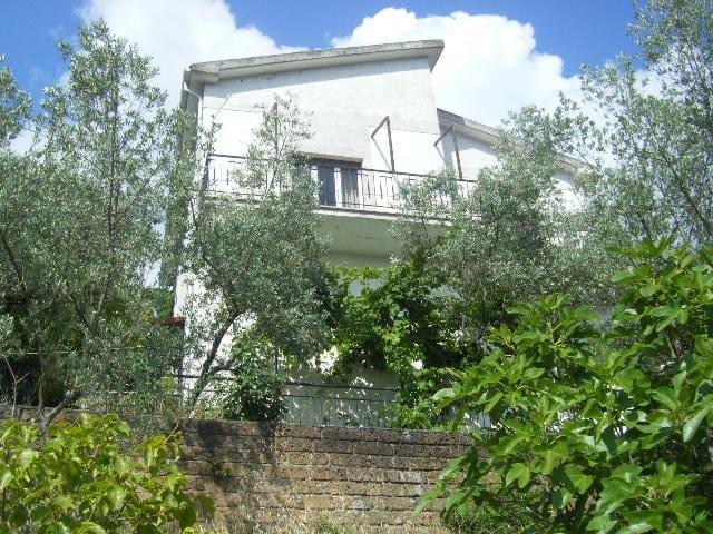Häuschen in den Sabiner Bergen - Poggio Catino - Rumah