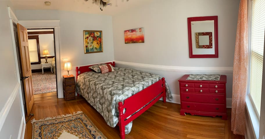 The Red Room @ Lancaster Street - Great Location