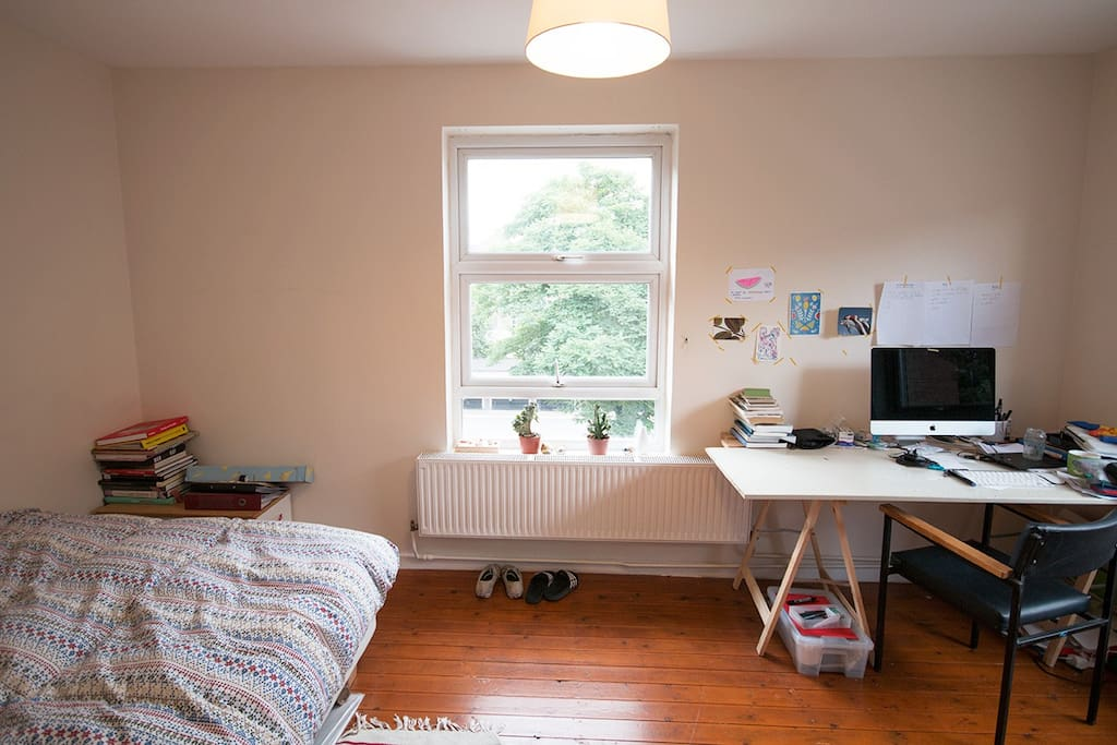 Two big windows facing south, that means sun all day! And a big desk to work or plan the next adventures around London.