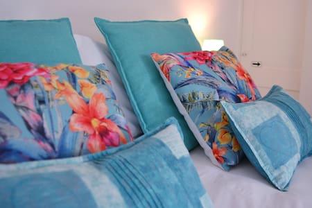 Woodlands Retreat Clarens - Caribbean Blue Suite