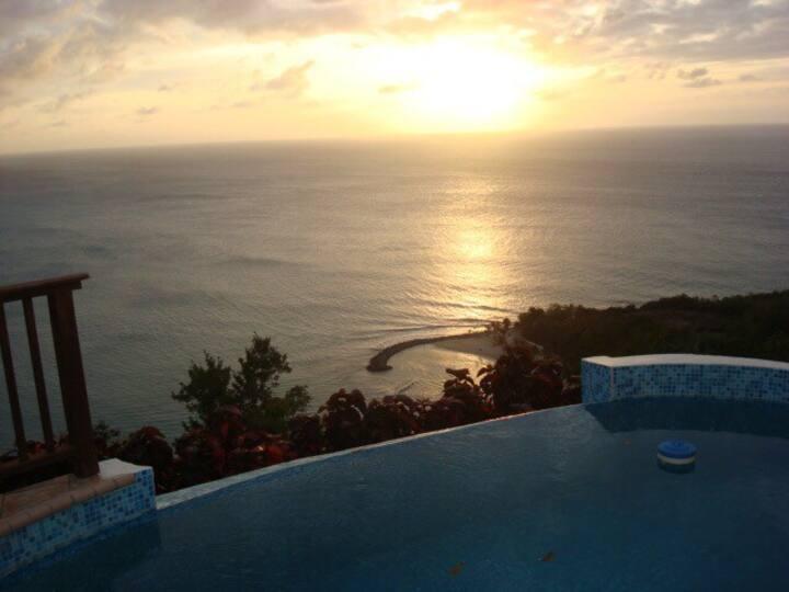 Luxury 3 Bdr Estate Villa w/ Pool