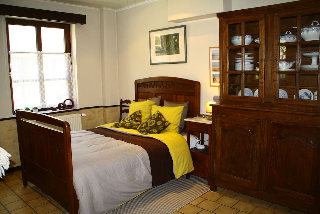 Double bed (140x200). It's not a kingsize bed, but at least 100 years old!  With a new mattress of course ;-)