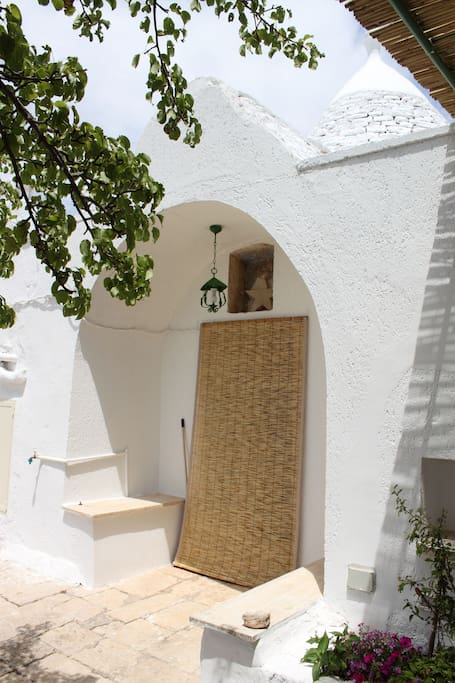 ingresso / entry door to the trullo