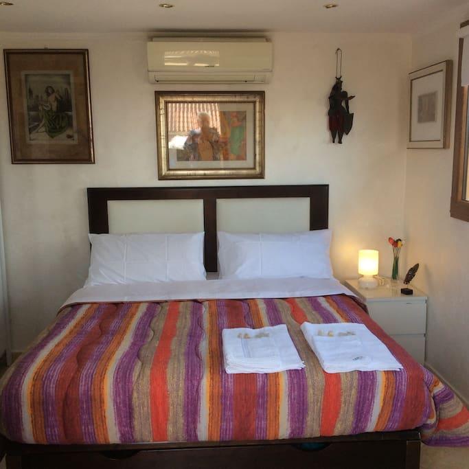 apt.43 int 1 -Camera da letto matrimoniale con terrazzo /lavatrice/barbecue