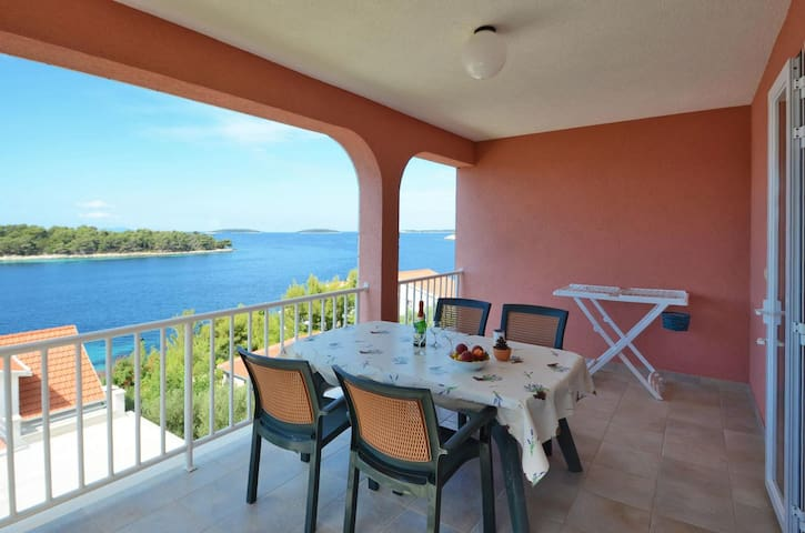 One bedroom apartment with terrace and sea view Karbuni (Korčula) (A-13217-b)