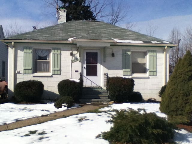 Ideal for Business & Local Travel - Cleveland - Casa