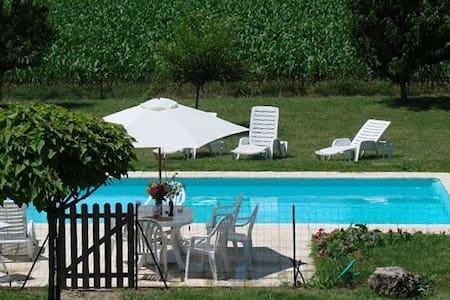 Maison piscine en Charente Maritime - Saint-Genis-de-Saintonge - Haus