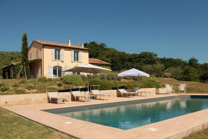 Poggio al Sole villa with pool, Umbria Italy