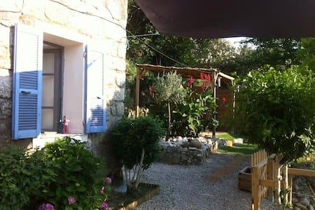 MAISON AVEC JARDIN - Sainte Lucie de Tallano