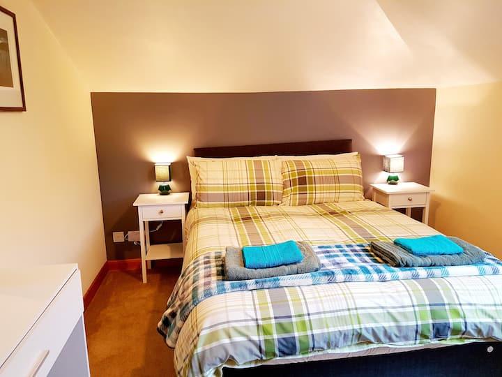 Stylish 2 bedroom - 2 miles Inverness city centre